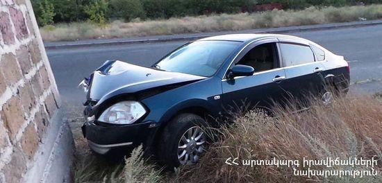 Վթար Մյասնիկյան պողոտայում. մեքենան բախվել է սյանը