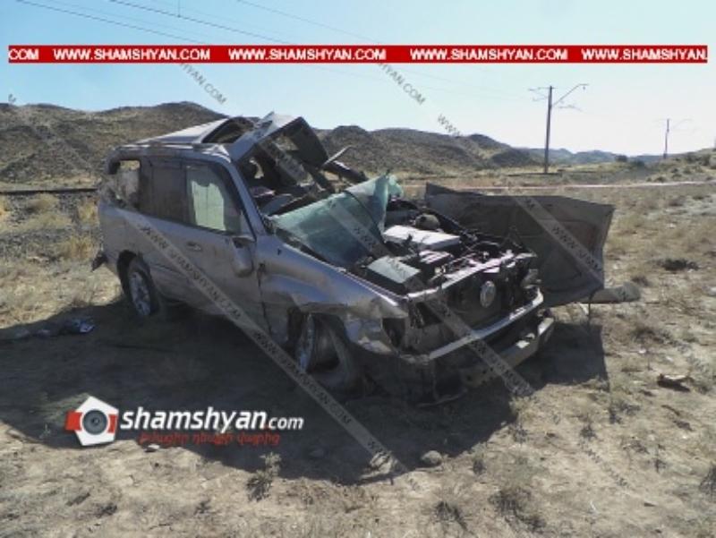 Արագածոտնի մարզում Toyota-ն բախվել է քարերի ու մի քանի պտույտ շրջվել. վարորդն ու նրա քույրը մահացել են, վերջինիս որդին վիրավոր է. Shamshyan.com