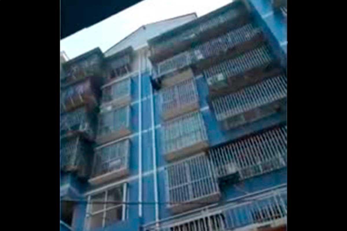 Չինաստանում անցորդը պատի վրայով բարձրացել է հինգերորդ հարկ և փրկել երեխային