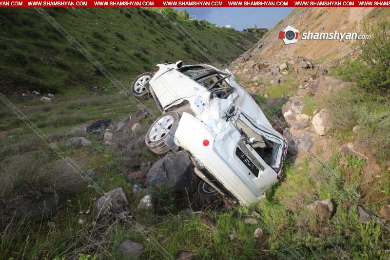 Կոտայքում 30-ամյա վարորդը Nissan-ով բախվել է երկաթե արգելապատնեշներին