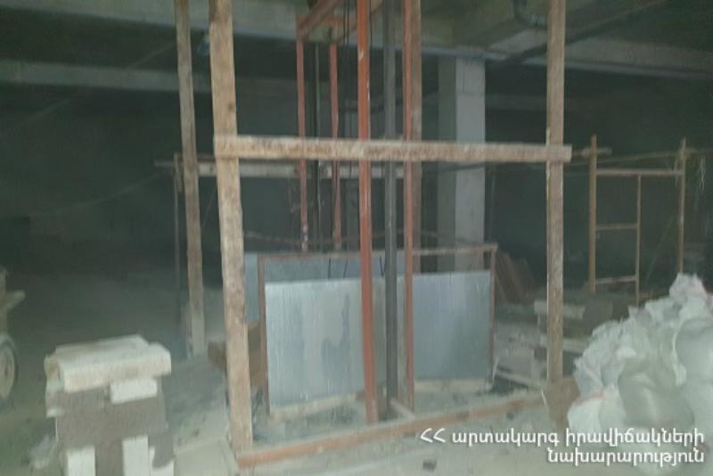 Երեւանում կիսակառույց շենքի վերելակը պոկվել է․ կա 3 տուժած