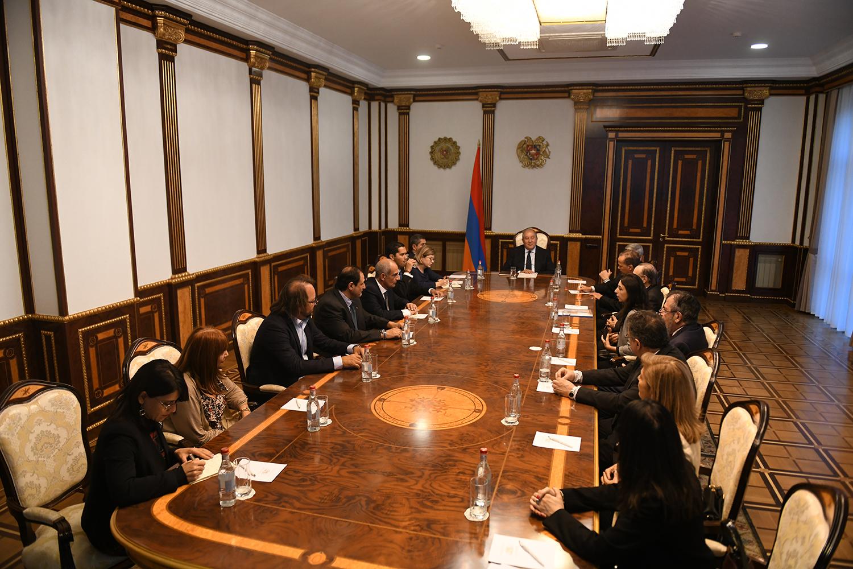 Արմեն Սարգսյանն ընդունել է Արցախի բարեկամների համաժողովի պատվիրակությանը