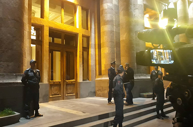 Ավարտվեց Գագիկ Ծառուկանի և վարչապետ Նիկոլ Փաշինյանի դռնփակ հանդիպումը