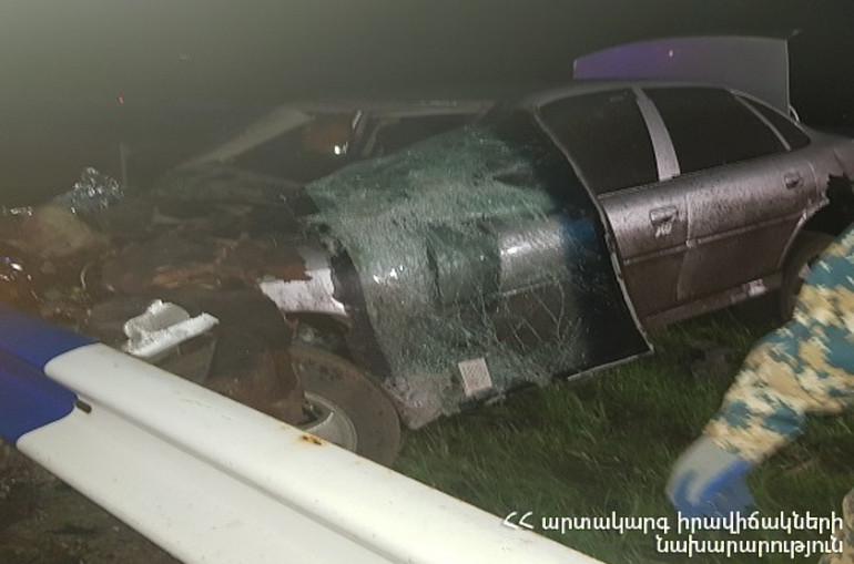 Երևան-Սևան ավտոճանապարհին Opel-ը դուրս է եկել երթևեկելի հատվածից և բախվել արգելապատնեշին. վարորդը մահացել է