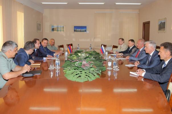 Դավիթ Տոնոյանը ՌԴ ՊՆ տեղակալին տեղեկացրել է արցախա-ադրբեջանական շփման գծում և հայ-ադրբեջանական պետական սահմանին տիրող իրավիճակի մասին