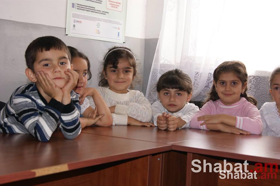Մեր անունն է հայկական բանակ. երգում են սահմանափահ երեխաները