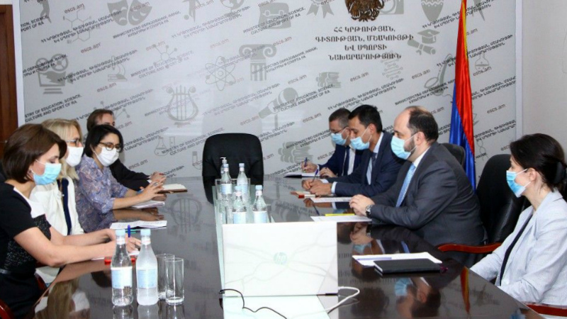 ԿԳՄՍ նախարարն ընդունել է Հայաստանում առաքելությունն ավարտող ԱՄՆ ՄԶԳ հայաստանյան տնօրեն Դեբորա Գրիզերին