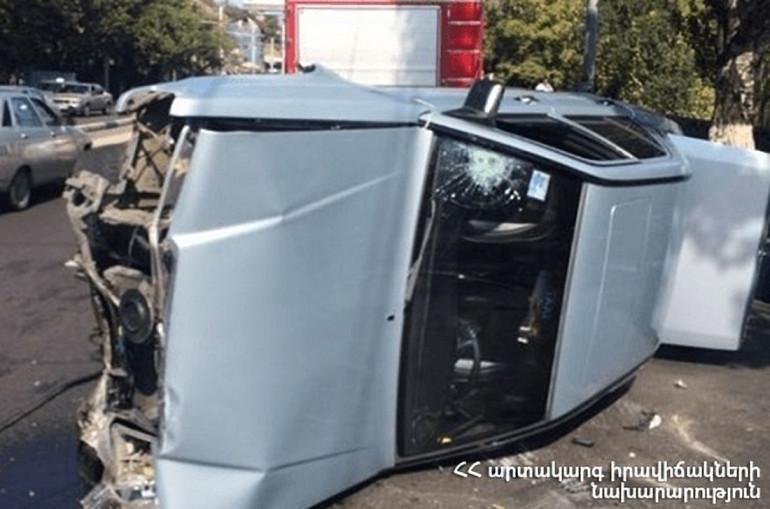 Mercedes-ը դուրս է եկել Ախուրյան-Բասեն ավտոճանապարհի երթևեկելի հատվածից և կողաշրջվել. կա տուժած