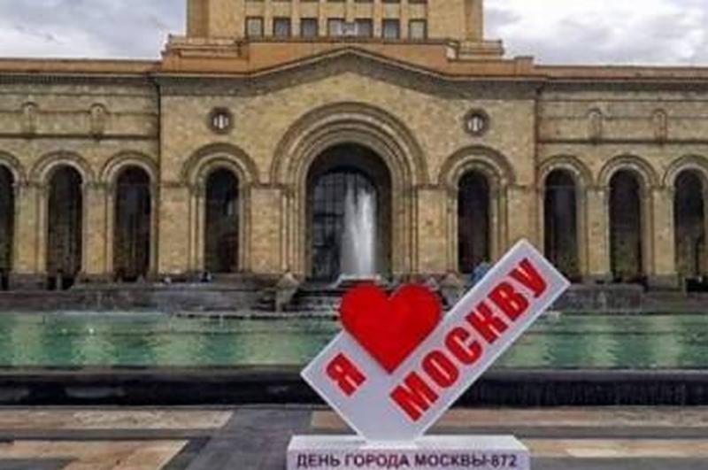 Հակոբ Կարապետյանը պարզաբանել է, թե ինչ գործ ունի Հանրապետության հրապարակում Մոսկվային վերաբերող գրությունը