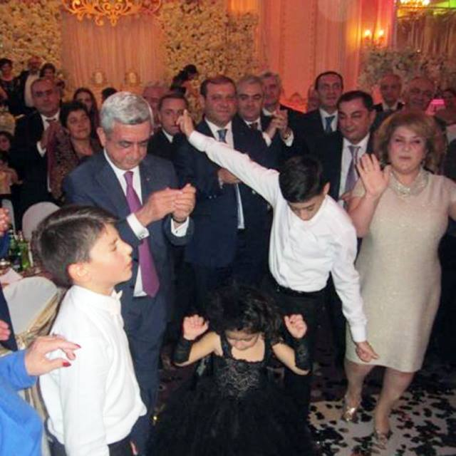 Բացառիկ լուսանկարներ՝ ՀՀԿ խմբակցության ղեկավար Վահրամ Բաղդասարյանի դստեր հարսանյաց արարողությունից