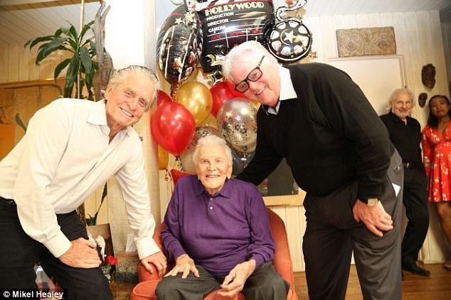 Քըրք Դուգլասը նշել է 101-ամյա հոբելյանը 98 -ամյա կնոջ՝ Աննայի ու հարազատների հետ միասին