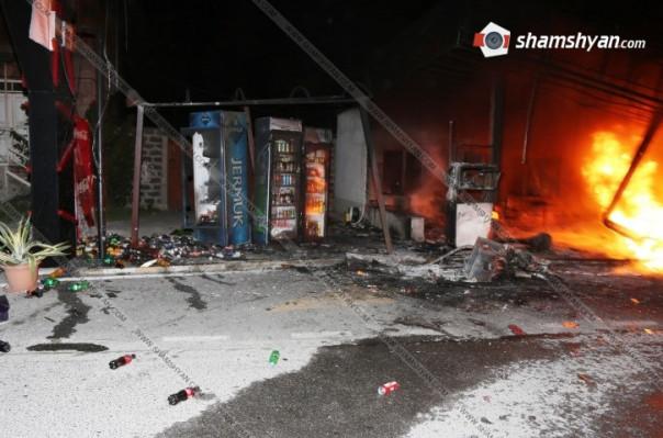 Մեքենան բախվել է բենզալցակայանին. տեղի է ունեցել վառելիքի արտահոսք և հրդեհ է  բռնկվել