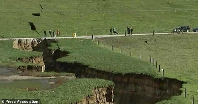 Նոր Զելանդիայում հսկայական փոս է առաջացել (լուսանկարներ)