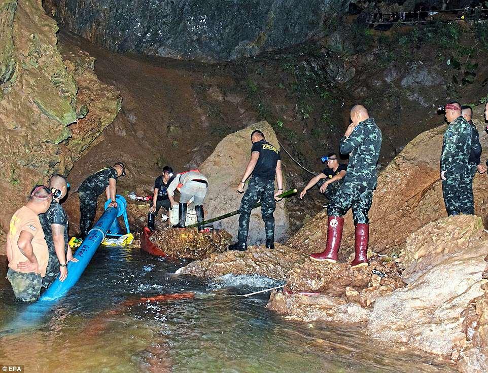 Թաիլանդի փրկարարները պատրաստվում են տարհանել քարանձավում 12 օր թակարդված երեխաներին
