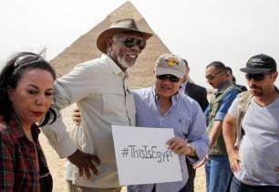 Մորգան Ֆրիմանը վավերագրական ֆիլմ է նկարահանում եգիպտական բուրգերի մասին