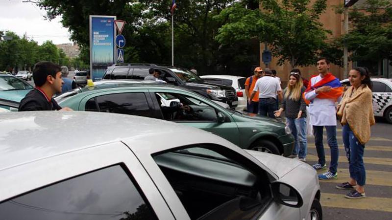 Ցուցարարները փակել  Երևան-«Զվարթնոց» օդանավակայան ճանապարհը
