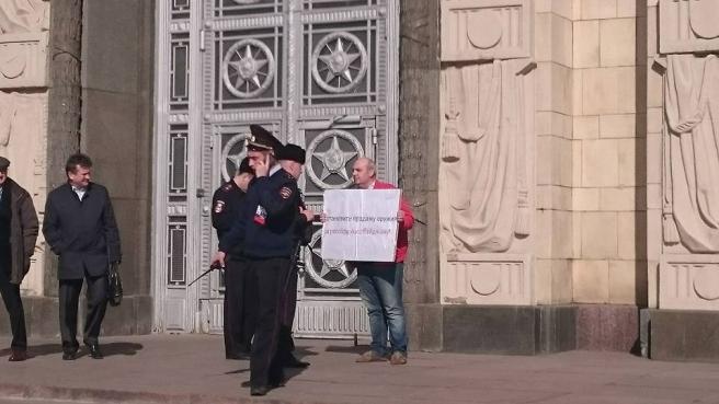 Միակը Մոսկվայում. բողոքի ակցիա ՌԴ ԱԳՆ շենքի մոտ