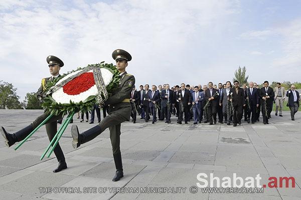 Հարգանքի տուրք` Ցեղասպանության զոհերի հիշատակին (լուսանկարներ)