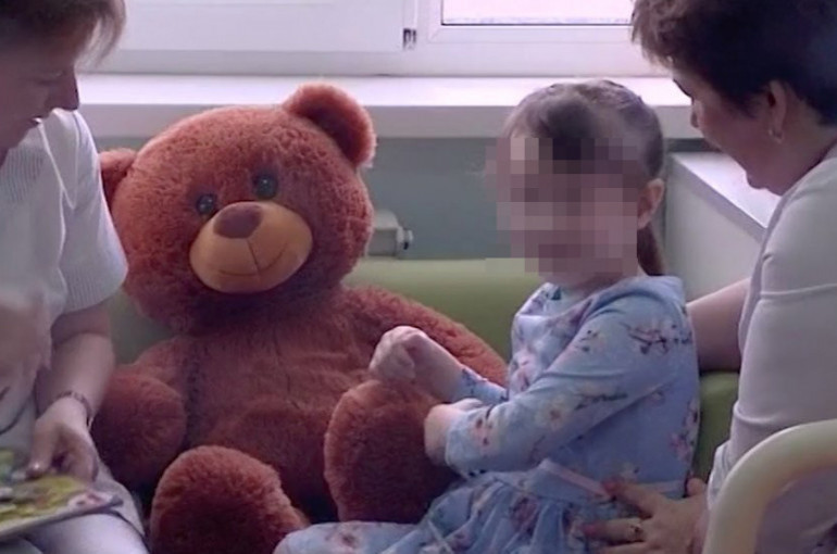 Մոսկվայի բնակարաններից մեկում աղբակույտերի մեջ միայնակ հայտնաբերված 5-ամյա «աղջիկ-մաուգլին» դուրս է գրվել հիվանդանոցից