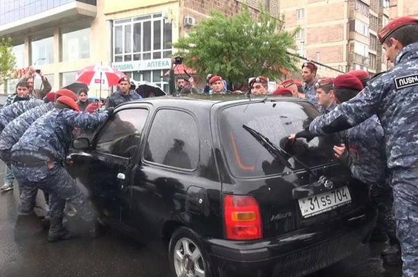 Այն ցուցարարները, որոնց ավտոմեքենաները վնասվել են բողոքի ցույցերի ընթացքում, կարող են դիմել ճանապարհային ոստիկանություն Ճանապարհային Ոստիկանություն