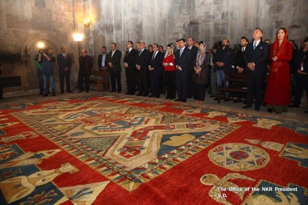 Գանձասարի վանքում կայացել է Արցախի եկեղեցիներին հայկական ոճով գորգերի նվիրաբերման հանդիսավոր արարողությանը (լուսանկարներ)