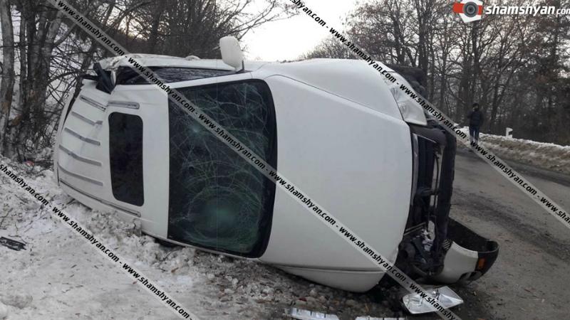 Խոշոր ավտովթար Ծաղկաձորում. Volkswagen Touareg-ը կողաշրջվել է. կան վիրավորներ