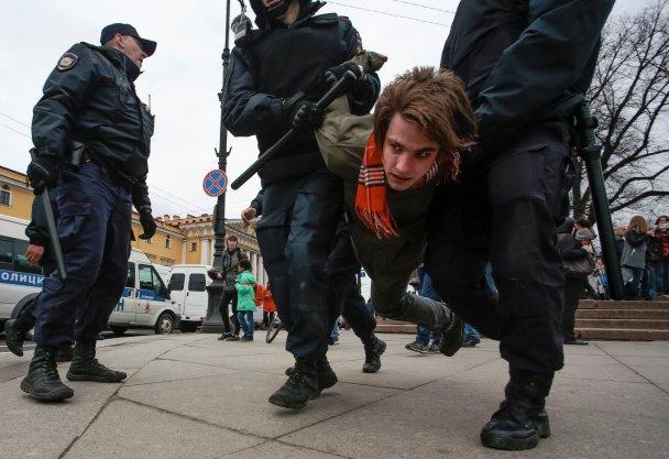 «Նա մեր ցարը չէ» բողոքի ցույցերի ընթացքում Ռուսաստանում բերման է ենթարկվել ավելի քան հազար մարդ