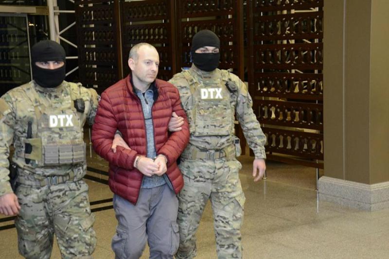 Լապշինը իր հայտնի կարմիր բաճկոնը կցուցադրի Երևանում