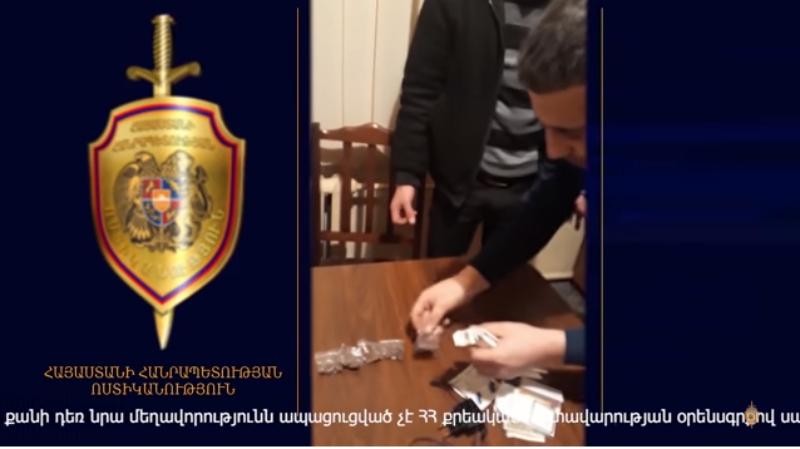 Ոստիկանները թմրամոլի են բերման ենթարկել (տեսանյութ)