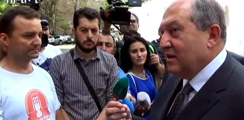 Արմեն Սարգսյանը քիչ առաջ հանդիպեց «Ամուլսարն առանց հանքի» նախաձեռնության ակցիայի մասնակիցների հետ