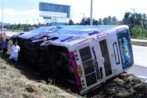 Թայլանդում 2 հարկանի տուրիստական ավտոբուս է կողաշրջվել. կա 8 զոհ, տասնյակ վիրավորներ