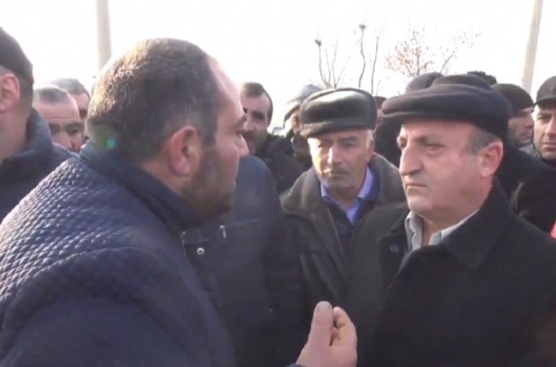 Անասնապահները բացեցին Երևան-Արարատ ճանապարհը և պայմանավորվեցին հարցը քննարկել մարզպետի հետ
