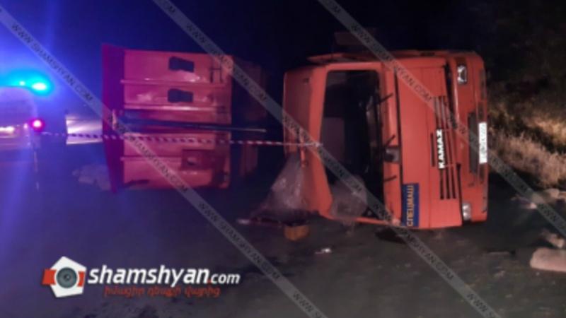 Խոշոր ավտովթար Լոռու մարզում․ 32-ամյա վարորդը քարով բարձված KAMAZ-ով կողաշրջվել է․ կա վիրավոր