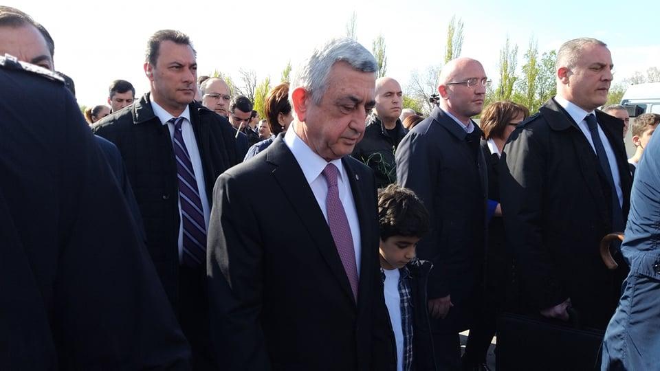 Սերժ Սարգսյանը չպատասխանեց լրագրողների հարցերին