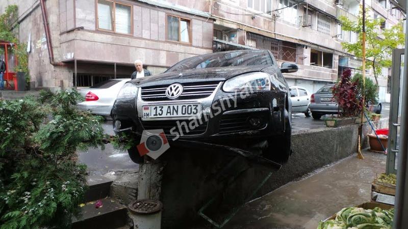 Իր սեփական ավտոմեքենայով Երևանում վրաերթի է ենթարկվել ՀՀ Արդարադատության նախարարության 48-ամյա աշխատակցուհին