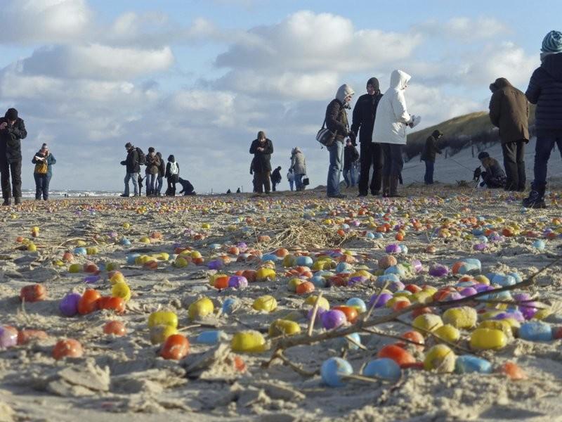Գերմանիայում ծովափին հայտնաբերել են տասնյակ հազարվոր «Kinder Surprise» (տեսանյութ)