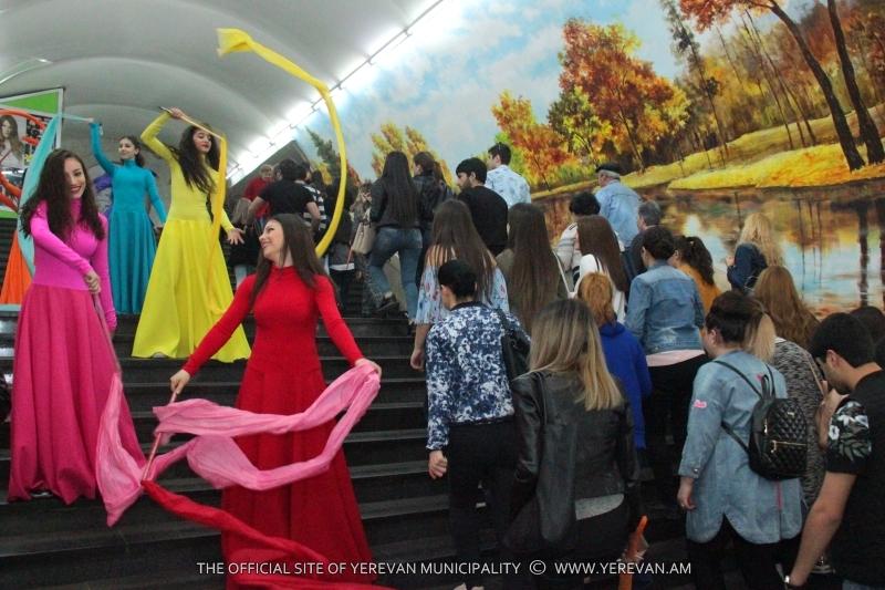 Ապրիլի 7. հերթական անակնկալ ֆլեշ-մոբը՝ Երևանի մետրոպոլիտենում