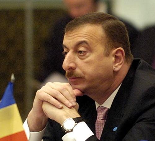 Ադրբեջանը չի կարողանում վճարել ապառիկով վերցրած զենքի փողը. եթե հիմա «չկերակրի» իր ժողովրդին պատերազմով, հետո էլ չի կարողանա կռվի հանել նրան. «Հրապարակ»