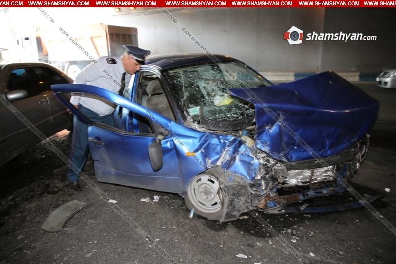 Երեւանում ոստիկանության շենքի մոտ բախվել են Lada-ն ու Mercedes-ը