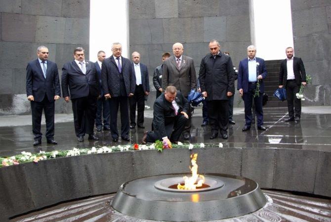 Ռուս խորհրդարանականները հարգել են Հայոց ցեղասպանության զոհերի հիշատակը