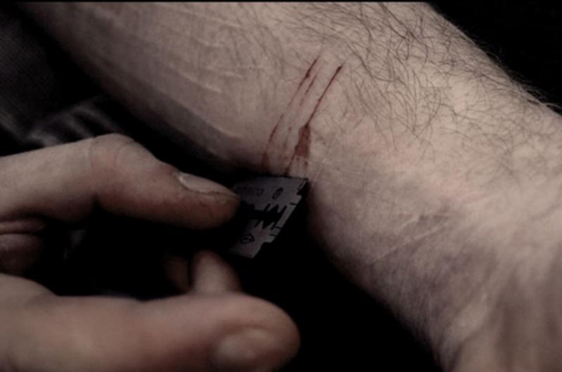 Երևանում 51-ամյա տղամարդը ֆինանսների նախարարության դիմաց փորձել է ինքնասպան լինել