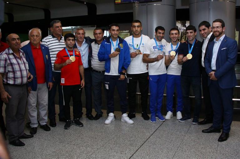 «Զվարթնոց» օդանավակայանում դիմավորել են Եվրոպական խաղերում Հայաստանը ներկայացրած մարզիկներին (լուսանկարներ)
