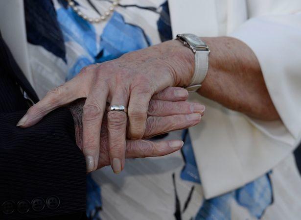 Հուղարկավորության ժամանակ հանդիպած 89-ամյա թոշակառուներն ամուսնացել են