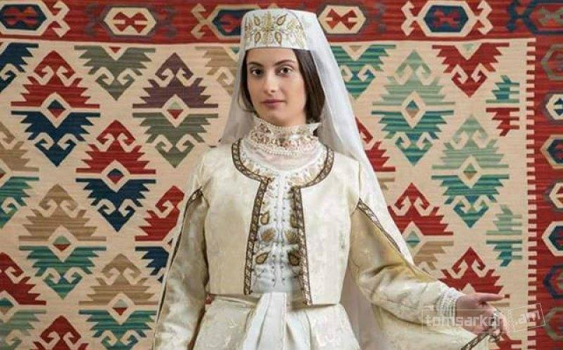 Ադրբեջանցիներին զայրացրել է, որ lenta.ru-ն բարոյականության մասին անդրադարձում հայուհիներին գովել է, ադրբեջանուհիներին՝ «վարկաբեկել»