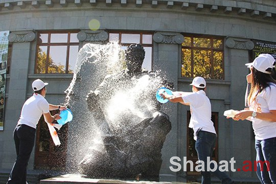 Լվացվել են մայրաքաղաքի հուշարձանները