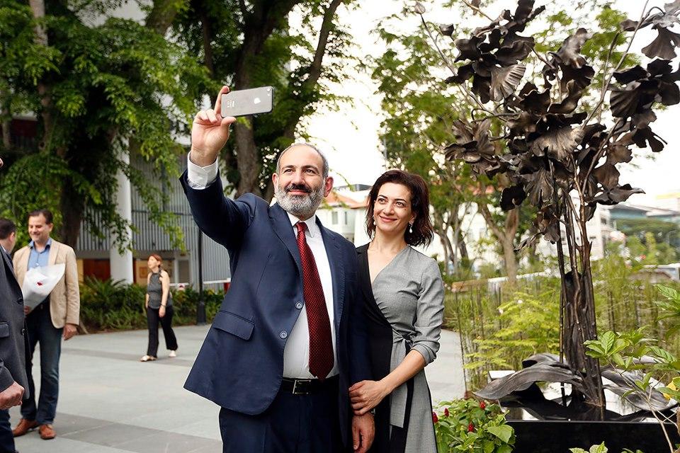 Վարչապետի և նրա տիկնոջ սելֆին