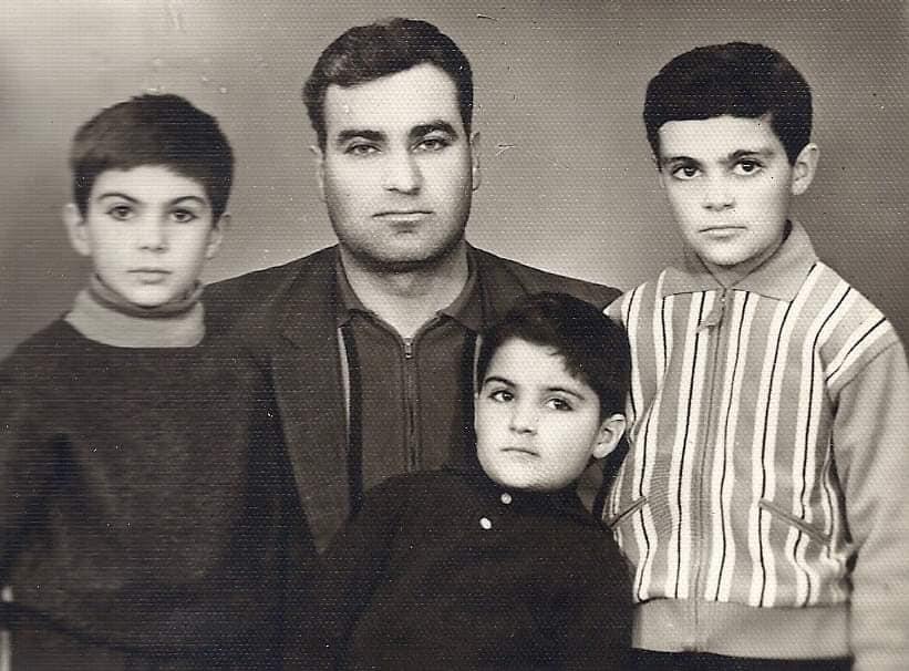 Վազգեն Սարգսյանի եղբայրն արխիվային լուսանկար է հրապարակել, որտեղ երևում է նաև Սպարապետը