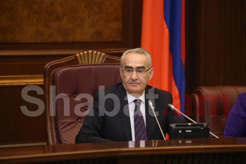 Գալուստ Սահակյանին ԱԺ նիստերի դահլիճում դիմավորեցին ծափահարություններով
