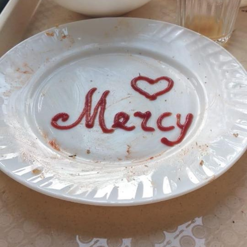 Այս ափսե-գրառումը իրենց զորամասի ճաշարարանին թողել են զինվորները. Նիկոլ Փաշինյան
