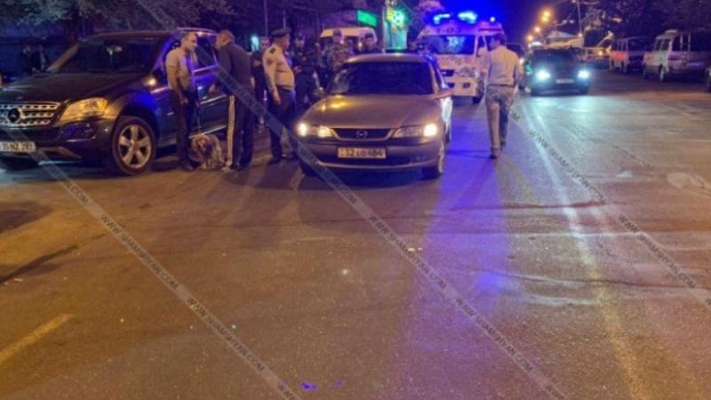 Երևանում վրաերթի են ենթարկվել փողոցի չթույլատրված հատվածով անցնող 2 հետիոտն. մահացածը հայտնաբերվել է մեքենայի տանիքին